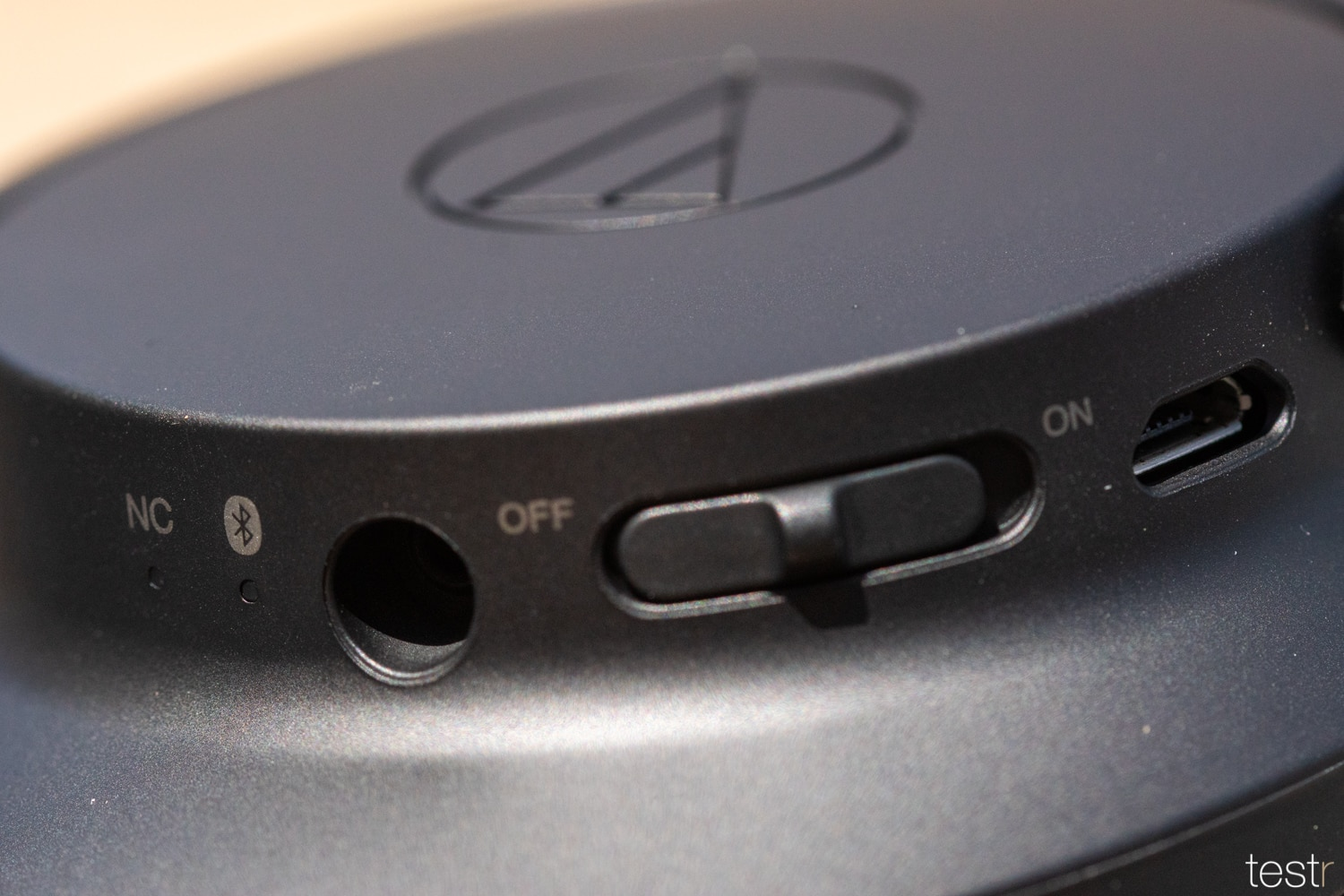Audio Technica ATHANC700BT 14