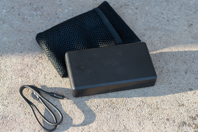 AUKEY USB-C Powerbank 26500mAh samt Zubehör